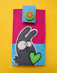 by Meia Lua - look at that handmade polymere clay button :-D