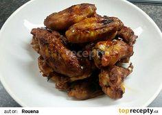 Nejluxusnější křídla v mém životě recept Suroviny cca 10 kusů křídel Na marinádu: 4-5 lžic kečupu 5 lžic sojové omáčky 2-3 stroužky prolisovaného česneku 100 ml sweet chilli omáčky + trochu obyčejné chilli omáčky cca 3 cm zázvoru (nastrouhat) sůl pepř No Salt Recipes, Chicken Recipes, Good Food, Yummy Food, No Cook Meals, Tandoori Chicken, Chicken Wings, Pork, Food And Drink