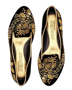 MAXIMUM IMPACT: Alexander McQueen redefines smoking slippers with these gilded, ornate slip ons. Zapatos Shoes, Shoes Sandals, Flat Shoes, Velvet Acorn, Fashion Shoes, Fashion Accessories, Smoking Slippers, Shoe Boots, Shoe Bag