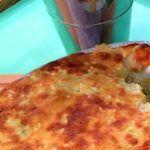 Bacalhau Assado com Limão - Receitas e Menus © Pizza, Cheese, Food, Onions, Baked Cod, Fish Dishes, Cod Fish Recipes, Gratin, Portuguese Recipes