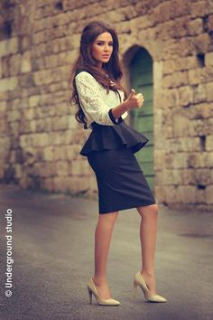 Today's girl is much more confident and they live & wear according to their choices. Men also prefer to love sexy girls in short dresses. Girls Short Dresses, Casual Dresses, Long Dresses, Nour, Famous Women, Famous Celebrities, Celebs, Sexy High Heels, Classic Looks