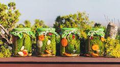 Nejlepší nakládané okurky: Takhle zůstanou krásně křupavé! Food And Drink, Table Decorations, Home Decor, Recipes, Decoration Home, Room Decor, Ripped Recipes, Home Interior Design