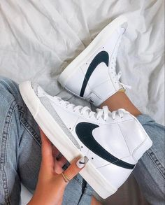 Dr Shoes, Swag Shoes, Nike Air Shoes, Hype Shoes, Shoes Sneakers, Women's Sneakers, Air Force Sneakers, Nike Air Force, High Top Sneakers
