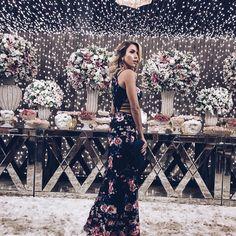 E quando a decor combina com seu vestido (muso aliás) a gente faz o que?? Um book né mores?? Vestido deuso da @voilecollection sempre superando expectativas. Marido lacrando nas fotos @paulimricardi   #creditosnatela  #wedding #maraefau #stylish #lookbook #lookoftheday #ootd #flowers #decor #beauty #greyfeed #mymood #inspovh #lookdodia #lookoftheday #look #fashionista #instagood #instacool ##modasaopaulo #fashionblogger #fashioninspiration #overposting #stylish #style #stealmylook #moda…