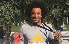 Marcelo sortea la medalla de la Champions entre sus fans