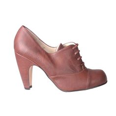 Vintage style handmade shoes that would look great with a dress or pencil skirt. #fashiontakesaction