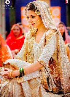 Beautiful Anushka Sharma as a muslim bride, Aarfa, of Salman Khan's Sultan at their Nikah in the superhit bollywood film: Sultan. Nikkah Dress, Pakistani Wedding Dresses, Pakistani Bridal, Pakistani Outfits, Indian Bridal, Indian Dresses, Indian Outfits, Punjabi Bride, Pakistani Couture