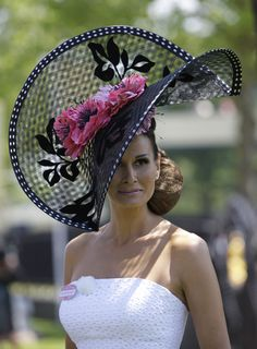 See the best and worst hats worn by this year's racegoers at Royal Ascot. via Royal Ascot 2010 Chapeaux Pour Kentucky Derby, Kentucky Derby Hats, Royal Ascot Hats, Lady, Crazy Hats, Fancy Hats, Big Hats, Church Hats, Wearing A Hat
