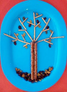 a lot of cute ways to serve kids meals and snacks..I'm going to try this w/my picky eater!