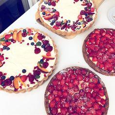41 vind-ik-leuks, 1 reacties - Stephanie Kookt! (@stephaniekookt) op Instagram: 'Summer on a table 🍰✨🌈#pies #baking #summer #tartelettes #cooking #love #catering #party'