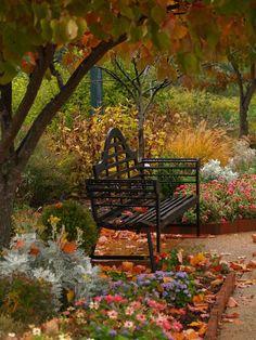 Bank / Gartenbank / Parkbank - Bench in the Park / Garden Bench - Herbst / Autumn / Fall Beautiful Gardens, Beautiful Homes, Beautiful Places, Autumn Garden, Autumn Home, Autumn Fall, Dream Garden, Garden Furniture, Outdoor Gardens