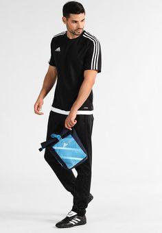 09499efadd597 ¡Consigue este tipo de bolsa de deporte de Adidas Performance ahora! Haz  clic para