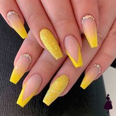 Fabulous Nails, Gorgeous Nails, Pretty Nails, Acrylic Nails Coffin Short, Pink Acrylic Nails, Coffin Nails, Yellow Nails Design, Acylic Nails, Nails Design With Rhinestones