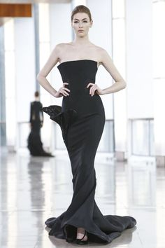 Stephane Rolland offered his guests a zen contemplation of the Seine, as they waited for his show in the first floor concourse of the Maison de la Radio. But obviously, meditation practitioners wer...