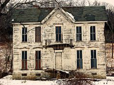 Abandoned home in winter. I want this house!