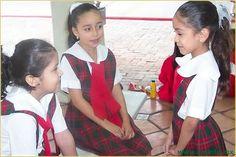 Alumnas de Primaria - Web site on school.  Uniforms, etc. Rules