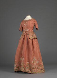 Embroidered Caraco and Petticoat, ca. 1730-50 via Digitalt Museum