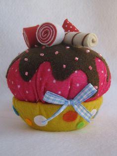 Esse cupcake é bem grandinho!!!  E com cheiro de morango!    contato: artemimos@gmail.com