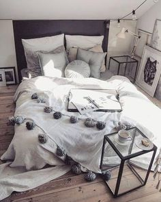 35 Amazingly Pretty Shabby Chic Bedroom Design and Decor Ideas - The Trending House Stylish Bedroom, Cozy Bedroom, Bedroom Decor, Bedroom Ideas, Master Bedroom, Bedroom Designs, Modern Bedroom, Bedroom 2017, Bedroom Layouts