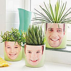 24 DIY Personalized Photo Gifts to Give Her for Mother's Day - Picture-Perfect Planters- Fun for Mother's Day - Mothers Day Crafts, Mother Day Gifts, Homemade Gifts, Diy Gifts, Cadeau Parents, Fun Crafts, Crafts For Kids, Mother's Day Photos, Deco Nature