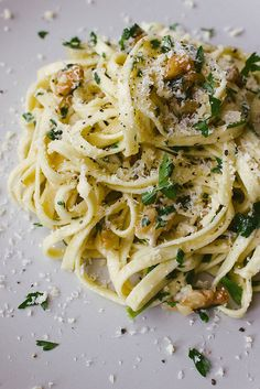 Walnut, Parsley and Parmesan Linguine. Favorite go to meal with trader joe's whole wheat spaghetti I Love Food, Good Food, Yummy Food, Tasty, Food For Thought, Pasta Recipes, Cooking Recipes, Cooking Tips, Linguine Recipes