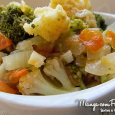 Refogado de brócolis e couve-flor, clique na imagem para ir ao Manga com Pimenta para conferir a receita. Fruit Salad, Potato Salad, Mashed Potatoes, Cauliflower, Side Dishes, Cabbage, Easy Meals, Pizza, Diet