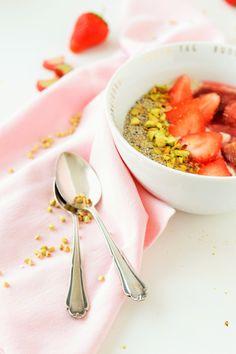 Buchweizen-Porrigde mit Rhabarber und Erdbeeren (von sugar meets chili)