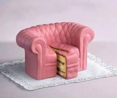 This cracked me up! A pink sofa cake! Mini Tortillas, Cupcakes, Cupcake Cookies, Pretty Cakes, Beautiful Cakes, Amazing Cakes, Beautiful Desserts, Food Design, Creative Design