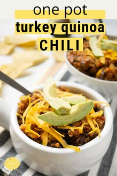 A healthy hug-in-a-bowl! This gluten free chili recipe is so comforting and satisfying.. especially topped with cheese and crushed tortilla chips! Make it with your appliance of choice: stovetop chili, instant pot chili, or slow cooker chili! It's such an easy chili recipe! Delicious Recipes, Easy Recipes, Dinner Recipes, Instant Pot Pressure Cooker, Pressure Cooker Recipes, Gluten Free Chili Recipe, Quinoa Chili, Turkey Leftovers, Smart Nutrition