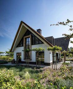 Wonen 41 - Bekhuis & KleinJan Beach House Plans, Cottage House Plans, Craftsman House Plans, Country House Plans, Architecture Office, Futuristic Architecture, Contemporary Architecture, European House Plans, House Goals