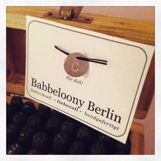 Und wieder geht ein neues Babbeloony hinaus in die weite Welt! Berlin, Place Cards, Place Card Holders, Handmade, World, Birthday, Nice Asses