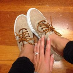 Tan vans great for summer. Love the vans. Love the ring. Looks Chic, Looks Style, Crazy Shoes, Me Too Shoes, Tan Vans, Zapatos Shoes, Vans Shoes, Boots, Fashion Women