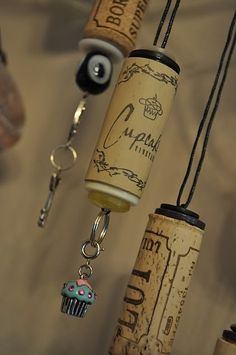 Wine Cork Ornaments (Tutorial)