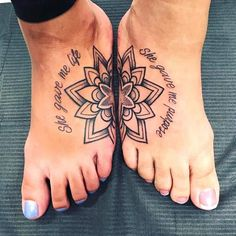 48 meaningful mother-daughter tattoos that honor her unconditional love . - 48 meaningful mother-daughter tattoos that honor her unconditional love – matching tattoo ideas t - Tattoos Masculinas, Paar Tattoos, 1 Tattoo, Girl Spine Tattoos, Wrist Tattoos, Sleeve Tattoos, Tattoo Baby, Sister Foot Tattoos, Sister Tattoo Infinity