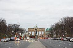Brandenburger Tor von der Siegessäule aus in Berlin.