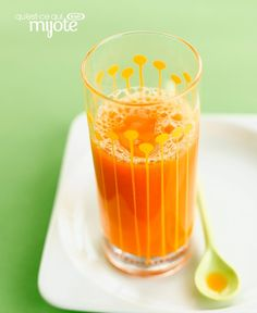 Looking for a new smoothie recipe? Start your day with our Carrot, Mango and Ginger Smoothie! Fresh ginger gives it an extra kick of flavour. Ginger Smoothie, Juice Smoothie, Tesco Real Food, Real Food Recipes, Healthy Smoothies, Smoothie Recipes, Drink Recipes, Healthy Juices, Green Breakfast Smoothie