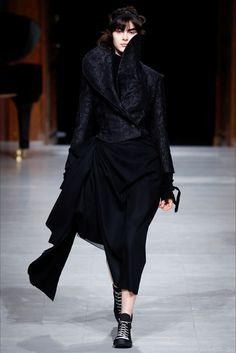 Sfilata Aganovich Parigi - Collezioni Autunno Inverno 2016-17 - Vogue