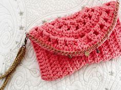 Bolsa / handbag / clutch / fio de malha / trapillo / t-shyrt yarn / handmade / crochê / crochet