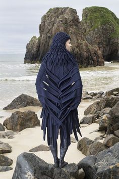 The raven costume by Alice Starmore from the book Glamourie . The raven costume by Alice Starmore from the book Glamourie STEP-B. Witch Costumes, Diy Costumes, Costumes For Women, Halloween Costumes, Halloween Rules, Crochet Costumes, Medieval Combat, Raven Costume, Bird Costume