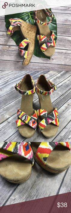 TOMS Sierra Ikat Tribal Wedge Sandal (very gently used/small imperfections in toe area - barely noticeable) women's size: 7 Toms Shoes Wedges