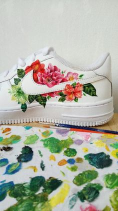 painted shoes nike VSCO - use to get your photos republished Custom Painted Shoes, Painted Canvas Shoes, Painted Sneakers, Painted Clothes, Hand Painted Shoes, Custom Shoes, Nike Air Shoes, Aesthetic Shoes, Sneaker Art