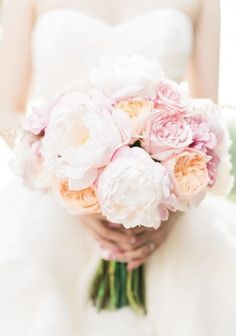Wedding bouquet idea; Featured Photographer: Honey Honey Photography