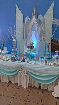 Idea para decorar una celebración de cumpleaños Frozen. #fiestadecumpleaños #Frozen