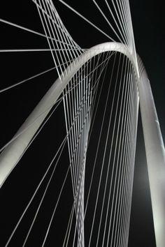 Thousands celebrate Santiago Calatrava's new Dallas Bridge