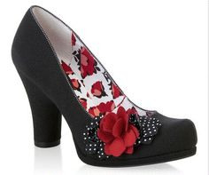 Ruby Shoo Eva Black with Polka Dot and Red Floral Corsage Court Shoes - Pretty Kitty Fashion Style Vintage, Mode Vintage, Vintage Shoes, Fifties Style, Vintage Pins, Pretty Shoes, Beautiful Shoes, Shoe Boots, Shoes Heels