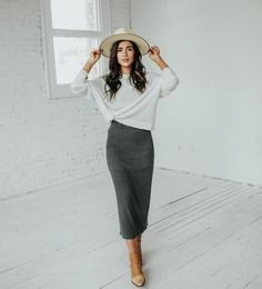 pencil skirt and tshirt outfit Long Pencil Skirt, Pencil Skirt Casual, Pencil Skirts, Modest Casual Outfits, Casual Attire, Casual Wear, Pencil Dress Outfit, Denim Skirt Outfits, Cardigan Outfits