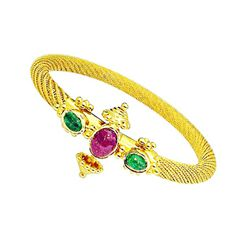 The 22kt gold bangle weights 165 grams and is the perfect accessory for your wrist.