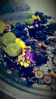 Chocolate cake recipe🍰 Lots of good benefits from raw cocoa and it tastes just like regular chocolate. Chocolate cake Ingredients:   Bottom: 120g pistachio 100g dates, remove the stones ½ tsp lime Cake fillings: 1 banana 225g coconut milk 1 tsp Matcha powder 1 tbsp Agave Syrup 2 tbsp raw cocoa powder 6 topped tbsp coconut …