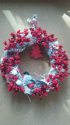 Купить или заказать Венок новогодний ' Зимний  день' венок на дверь в интернет-магазине на Ярмарке Мастеров. Интерьерный венок для зимнего оформления дома.
