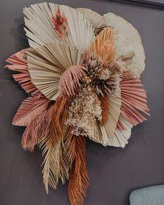 Dried Flowers, Paper Flowers, Diy Flower Boxes, Flower Arrangements Simple, Paper Flower Tutorial, How To Preserve Flowers, Floral Wall, Flower Decorations, Flower Art
